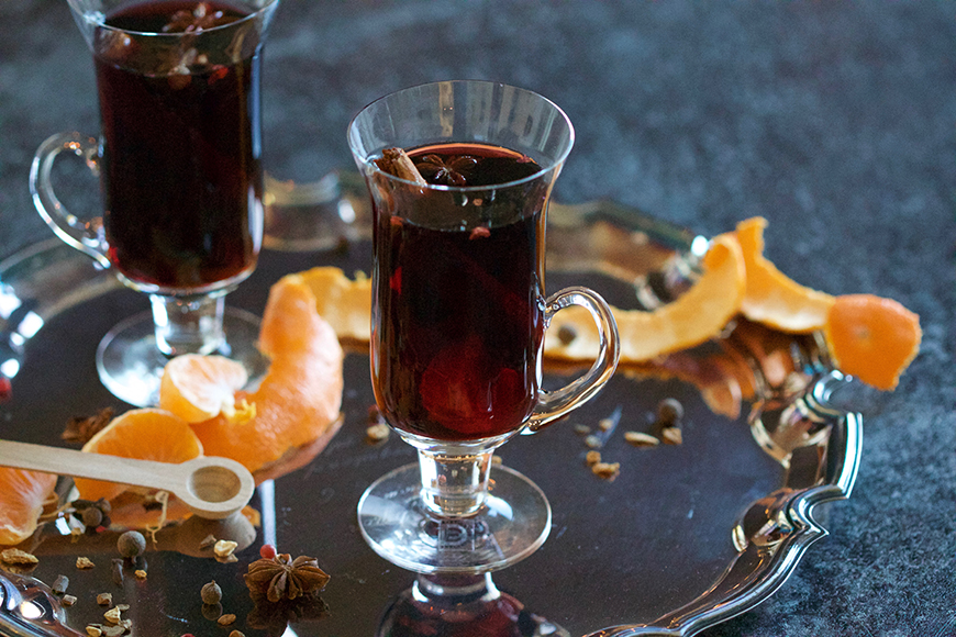 The Best Winter Wedding Drinks - Mull it over | CHWV