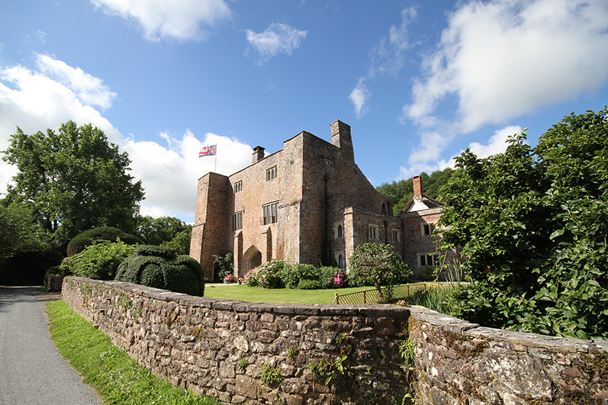 7 Castle Wedding Venues For A Fairy-Tale Wedding - Bickleigh Castle | CHWV