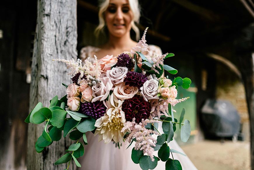 Creating an Amazing Autumnal Wedding Theme - Beautiful blooms | CHWV