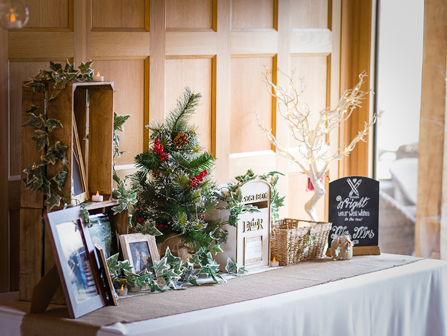 The Best Christmas Wedding Flowers for that Festive Feel - Festive red | CHWV