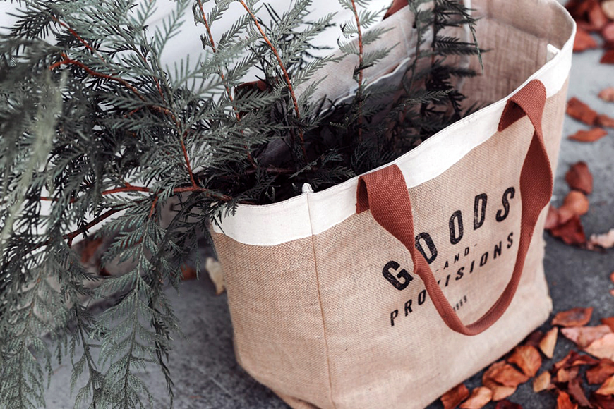Eco-Friendly Wedding Favours - Burlap bags | CHWV