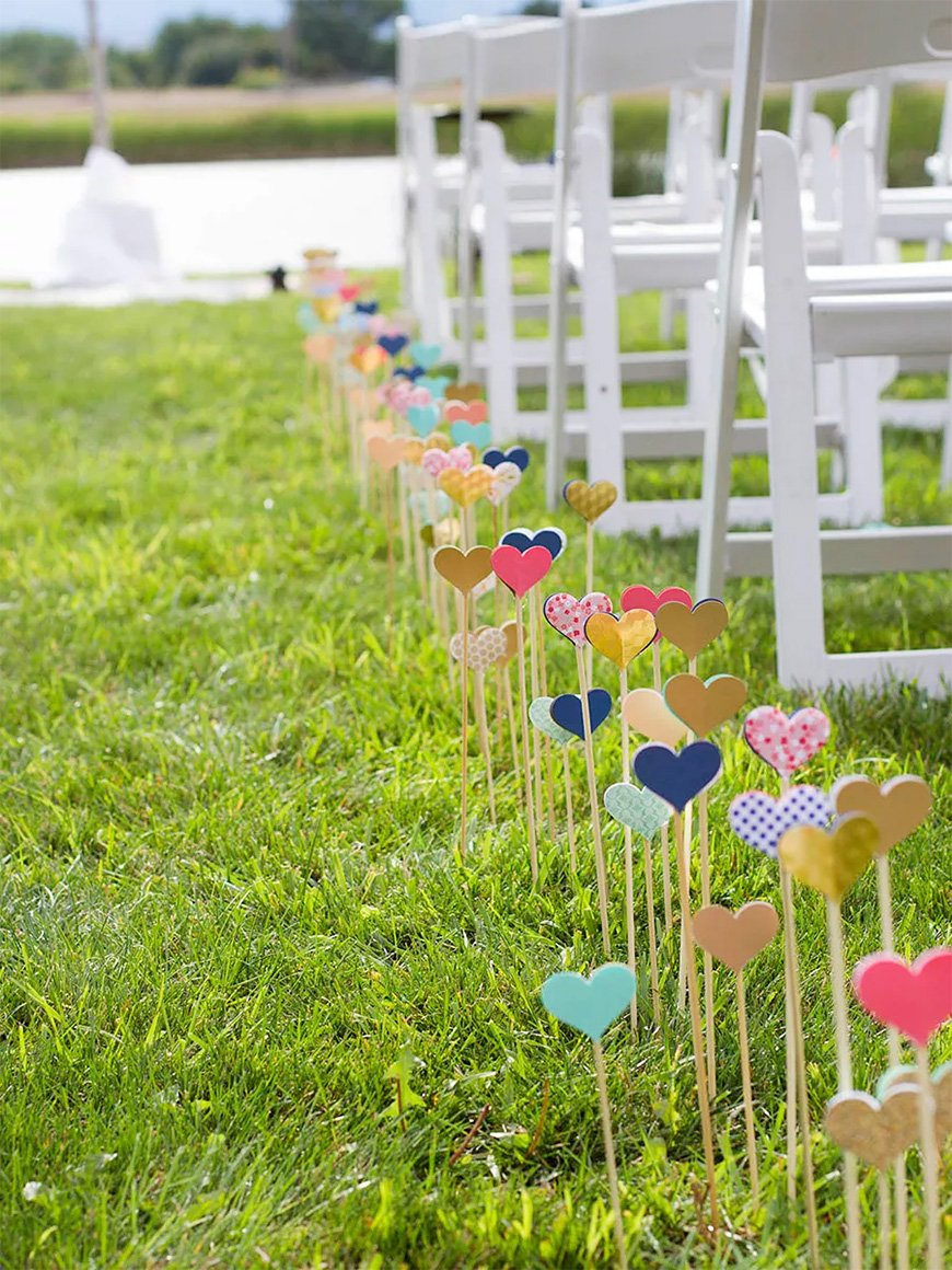 Must-See Outdoor Wedding Ideas - Aisle decorations | CHWV