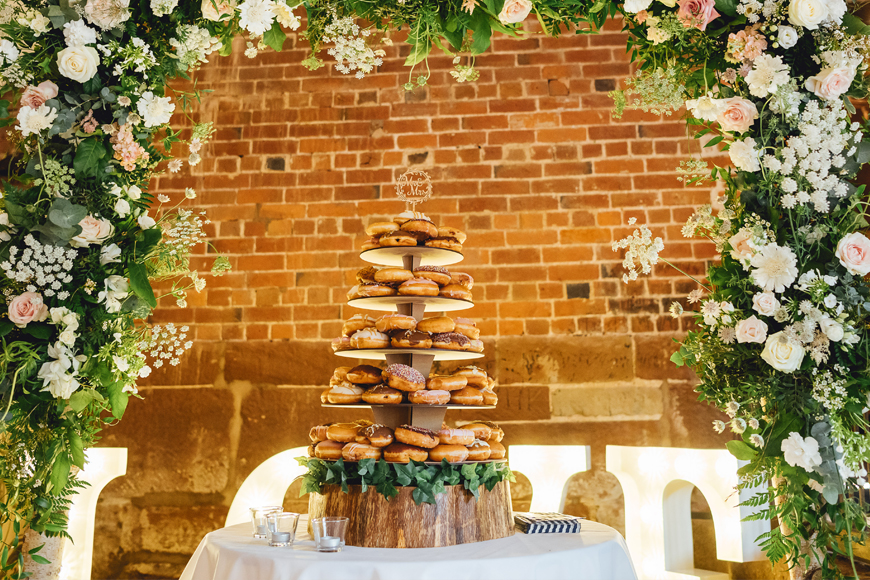 Exciting Evening Wedding Food Ideas - Donuts | CHWV