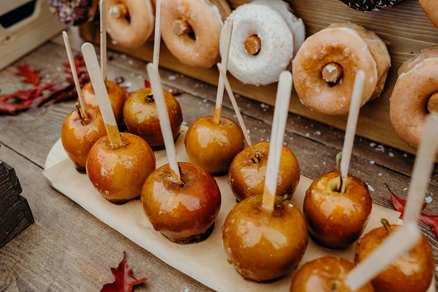 Creating an Amazing Autumnal Wedding Theme - For the sweet tooth | CHWV