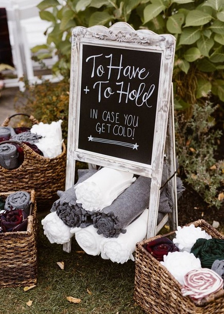 Must-See Outdoor Wedding Ideas - Blankets | CHWV