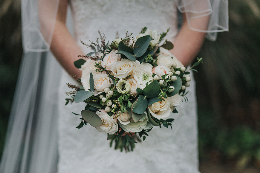 The Best Christmas Wedding Flowers for that Festive Feel - Christmas chic | CHWV