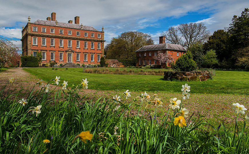 11 Country House Wedding Venues For A Spring Wedding - Davenport House | CHWV