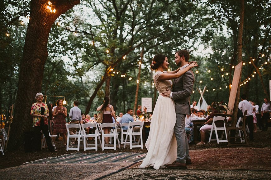 17 Ways To Have a Festival Wedding Theme - Festival scene | CHWV