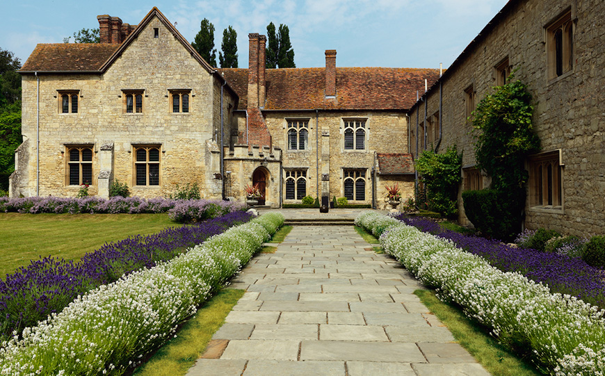 8 Oxfordshire Wedding Venues You Won't Want To Miss - Notely Abbey   CHWV