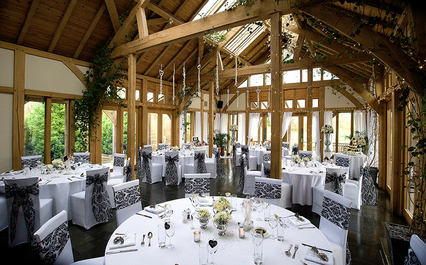 Wedding Venues In Cheshire That You Have To See - The Oak Tree of Peover | CHWV