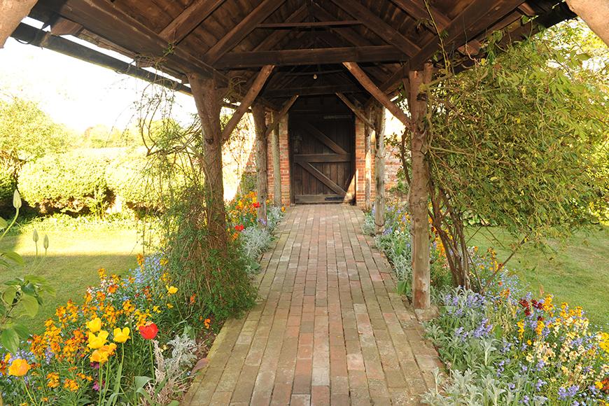 7 Beautiful Berkshire Wedding Venues - Pamber Place gardens | CHWV