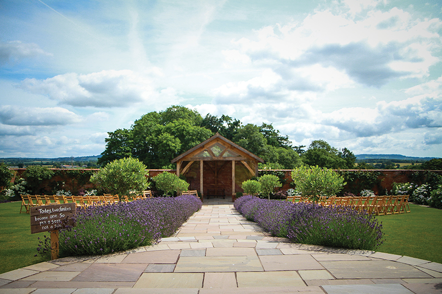 12 Outside Wedding Venues To Fall In Love With - Upton Barn | CHWV