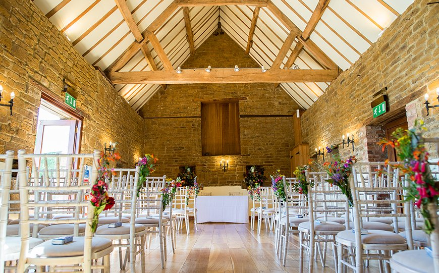 Incredible Last-Minute Wedding Venues That Could Save You A Fortune - Crockwell Farm | CHWV