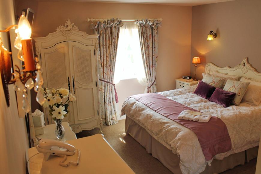 9 Incredible Wedding Venues With Accommodation - Sandhole Oak Barn   CHWV