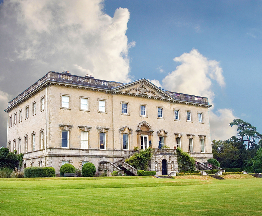 15 Country House Wedding Venues You Have To See - Kirtlington Park | CHWV