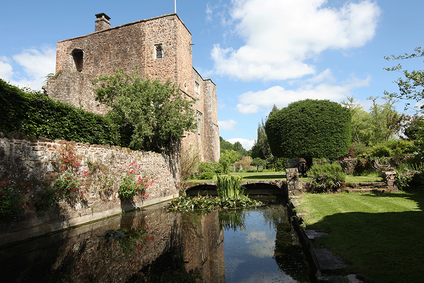 9 Unmissable South West Wedding Venues - Bickleigh Castle | CHWV