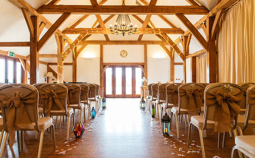 8 Intimate Wedding Venues To Fall In Love With - Sandhole Oak Barn | CHWV