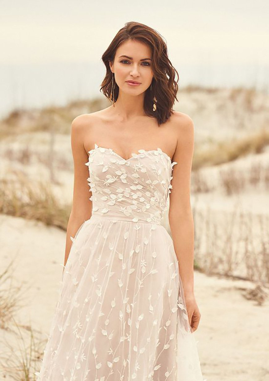 2020 Wedding Dresses Trends - Mix and match botanicals | CHWV