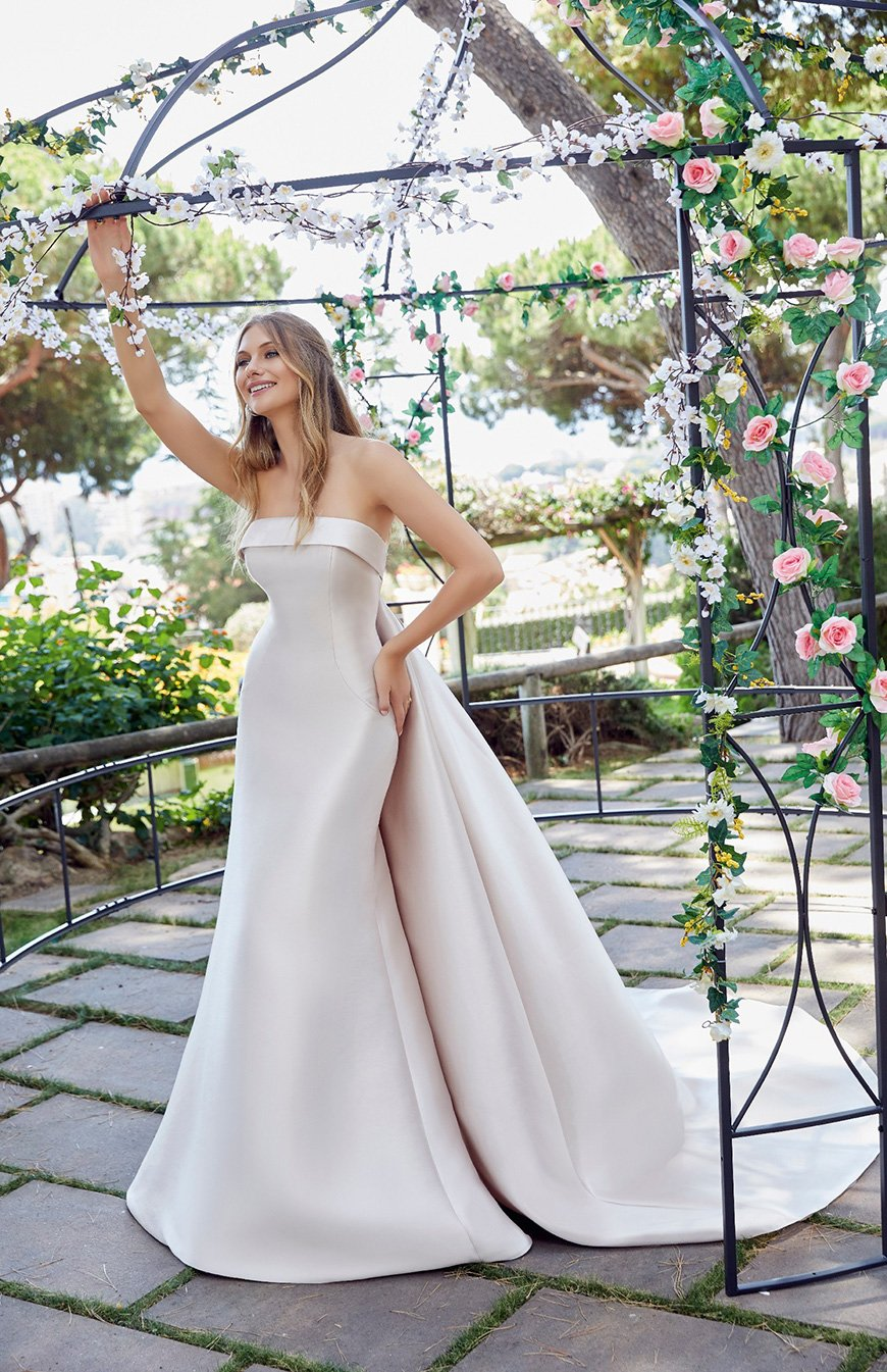 2020 Wedding Dresses Trends - Sleek is the new chic | CHWV