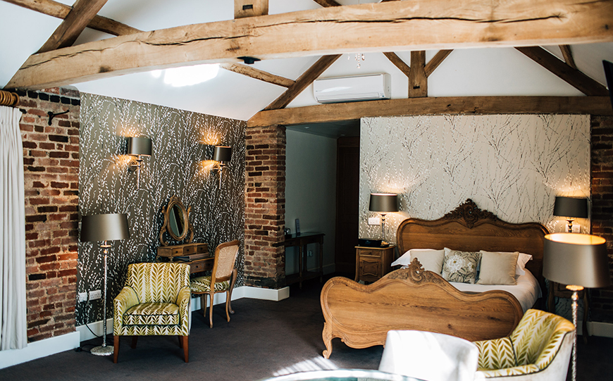 11 Wedding Venues With The Most Amazing Accommodation - Mythe Barn | CHWV