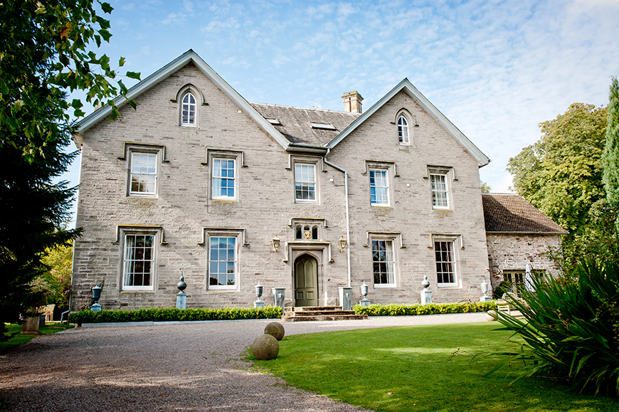 15 Country House Wedding Venues You Have To See - Lemore Manor | CHWV