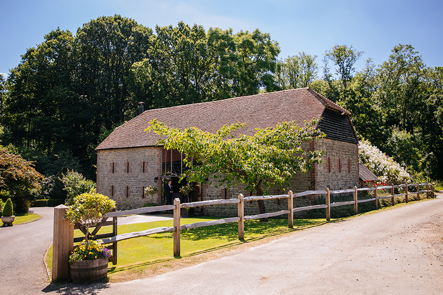 11 Irresistible Intimate Wedding Venues - Bartholomew Barn | CHWV