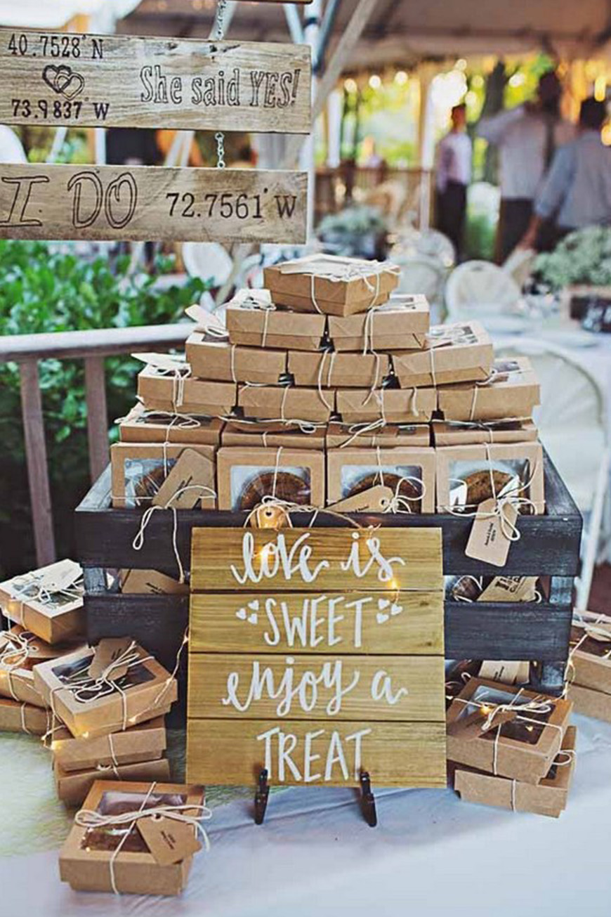 Warming Autumn Wedding Favours To Wow Your Guests - Sweet Treats | CHWV