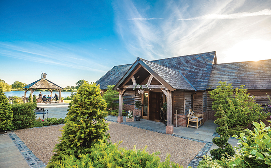 Incredible Last-Minute Wedding Venues That Could Save You A Fortune - Sandhole Oak Barn | CHWV
