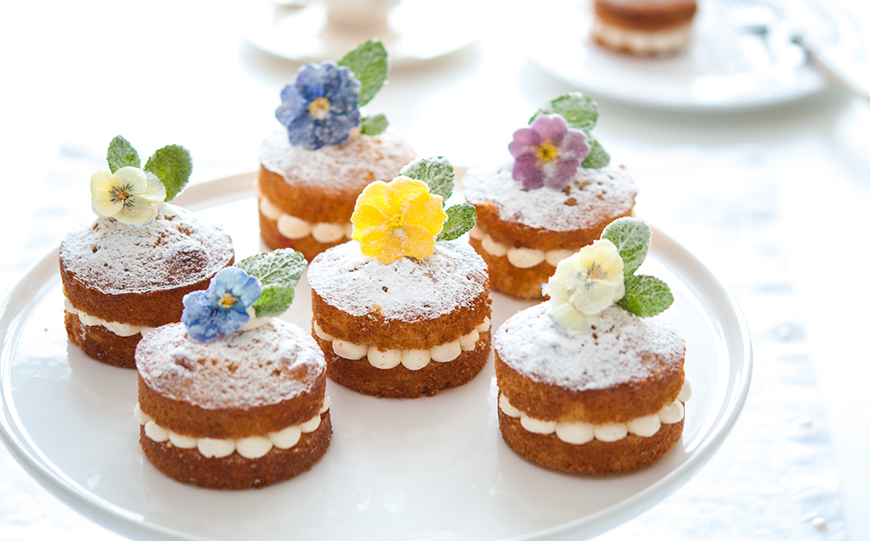 A-Z of Wedding Cakes - Edible flowers | CHWV