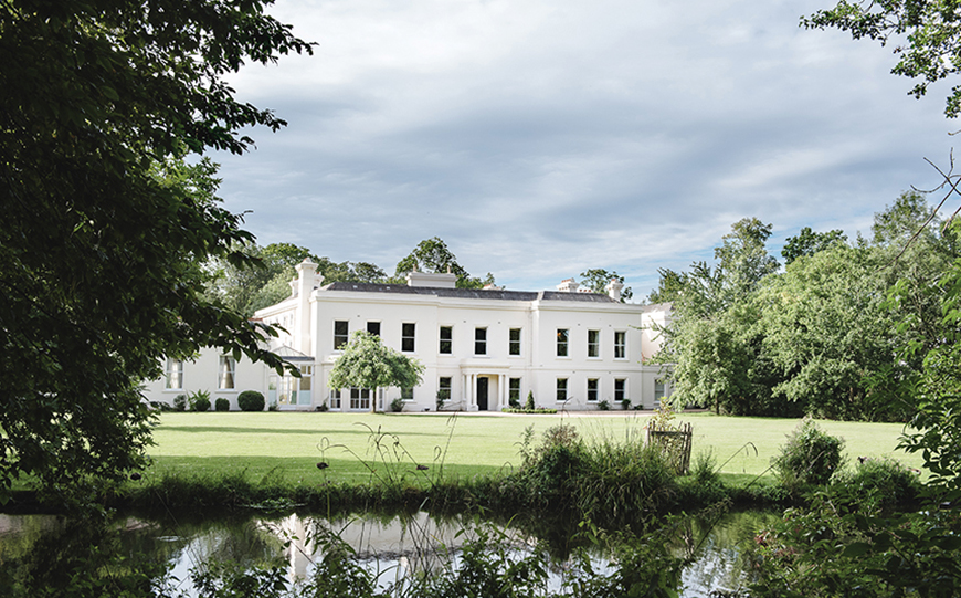 Incredible Last-Minute Wedding Venues That Could Save You A Fortune - Morden Hall | CHWV