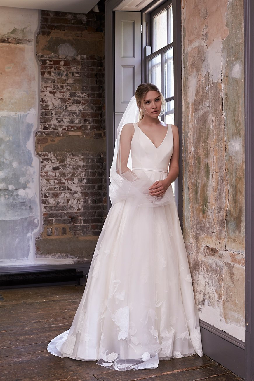 How To Match Your Look To Your Wedding Venue - Brides of Winchester | CHWV