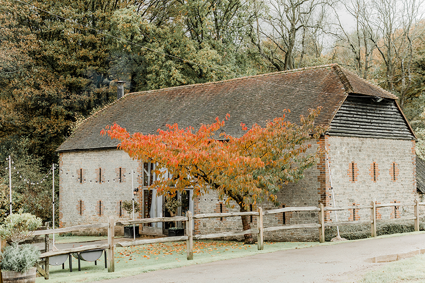 9 all-in-one wedding venues for autumn - Bartholomew Barn | CHWV