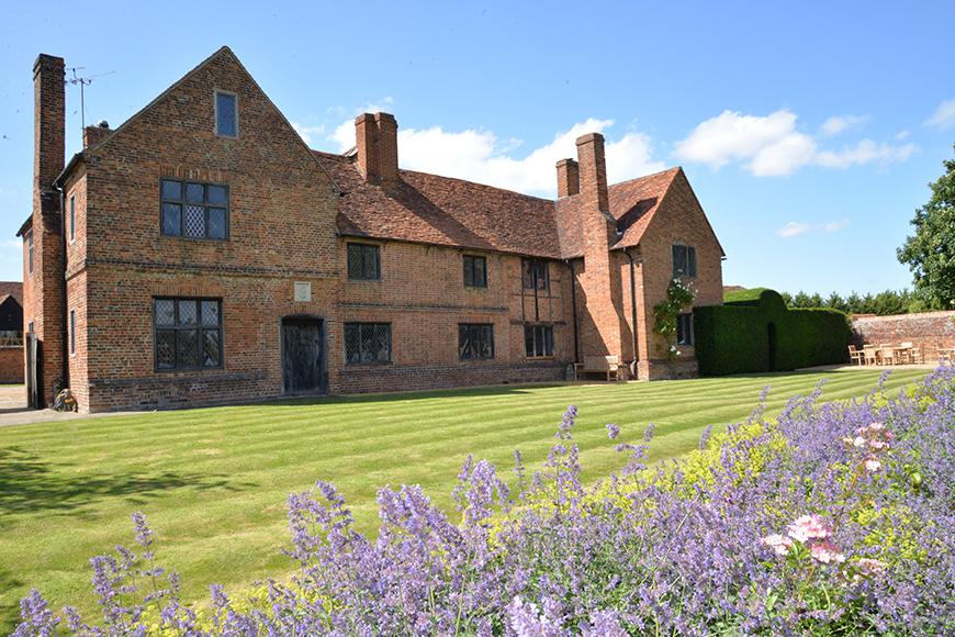 7 Beautiful Berkshire Wedding Venues - Lillibrooke Manor and Barns | CHWV