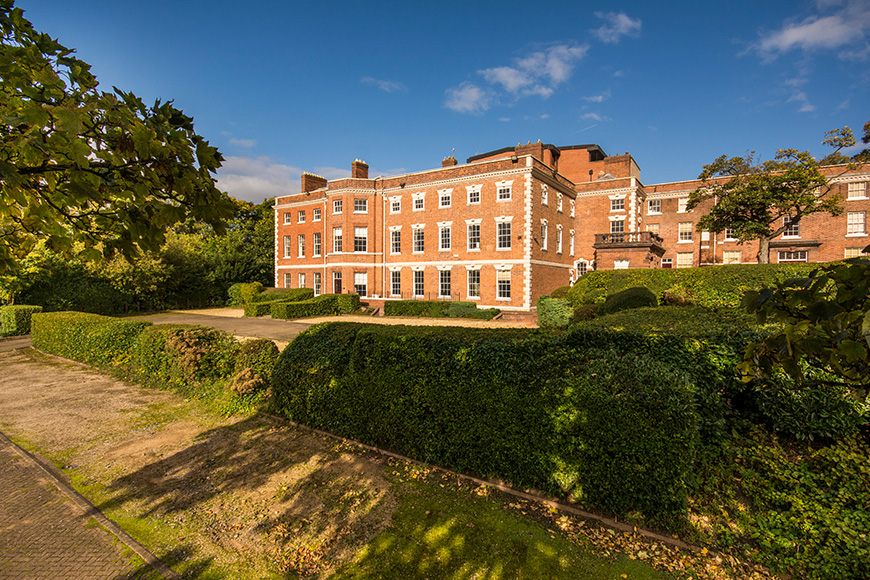 12 Outside Wedding Venues To Fall In Love With - Old Palace Chester   CHWV
