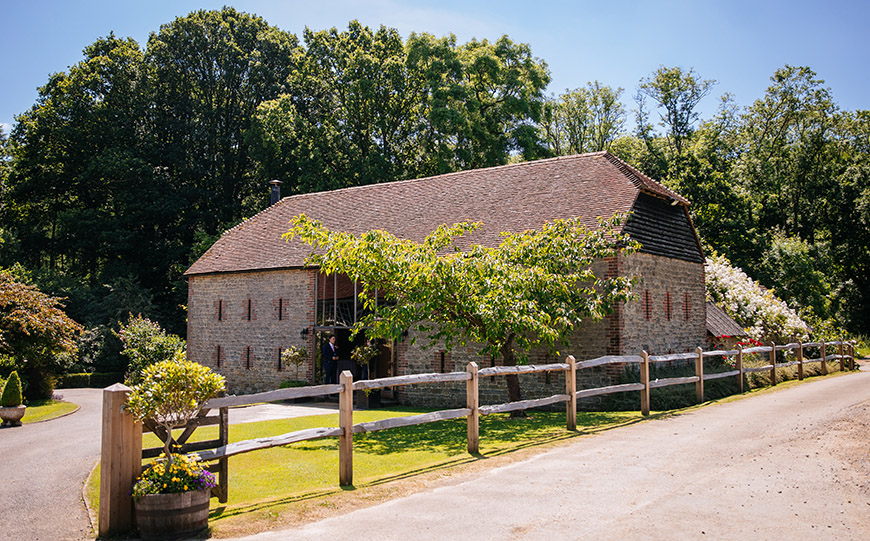 8 Intimate Wedding Venues To Fall In Love With - Bartholomew Barn | CHWV