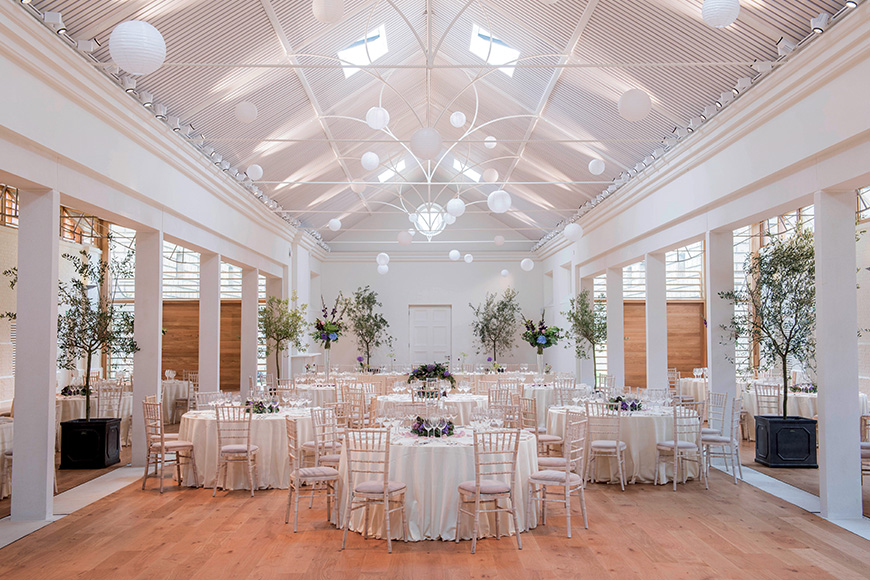 9 all-in-one wedding venues for autumn - Holkham Hall | CHWV