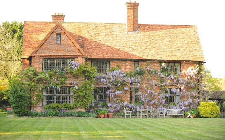 7 Wedding Venues In Hampshire You Won't Want To Miss - Pamber Place Gardens | CHWV
