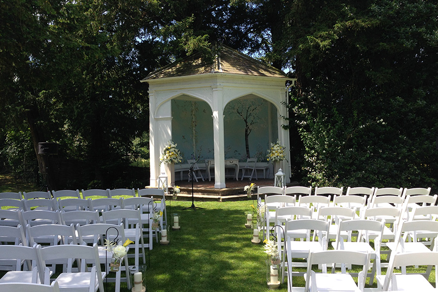 12 Outside Wedding Venues To Fall In Love With - Wasing Park   CHWV