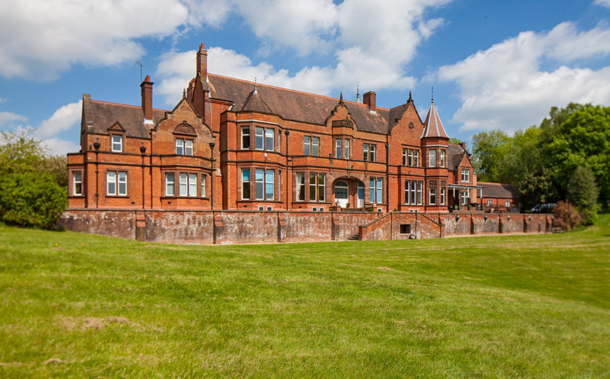 9 Magnificent Manor House Wedding Venues You Won't Want To Miss - Robert Denholm House | CHWV