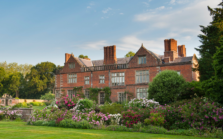 Wedding Venues In Cheshire That You Have To See - Dorfold Hall | CHWV
