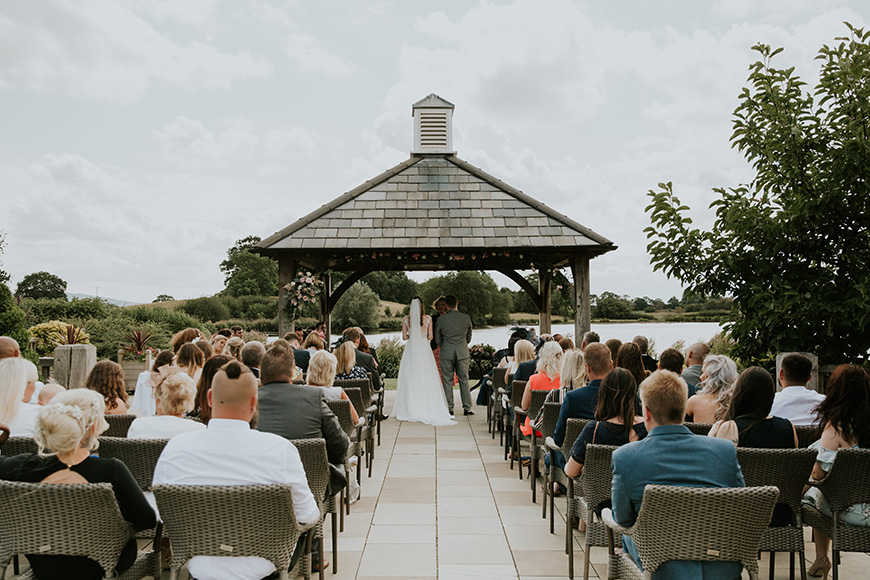 12 Outside Wedding Venues To Fall In Love With - Sandhole Oak Barn | CHWV