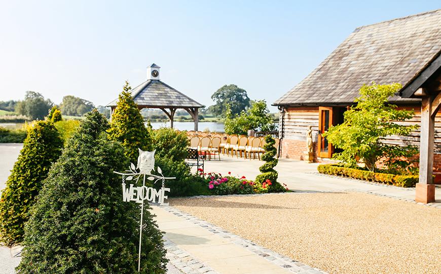 10 Stunning Spring Wedding Venues - Sandhole Oak Barn | CHWV