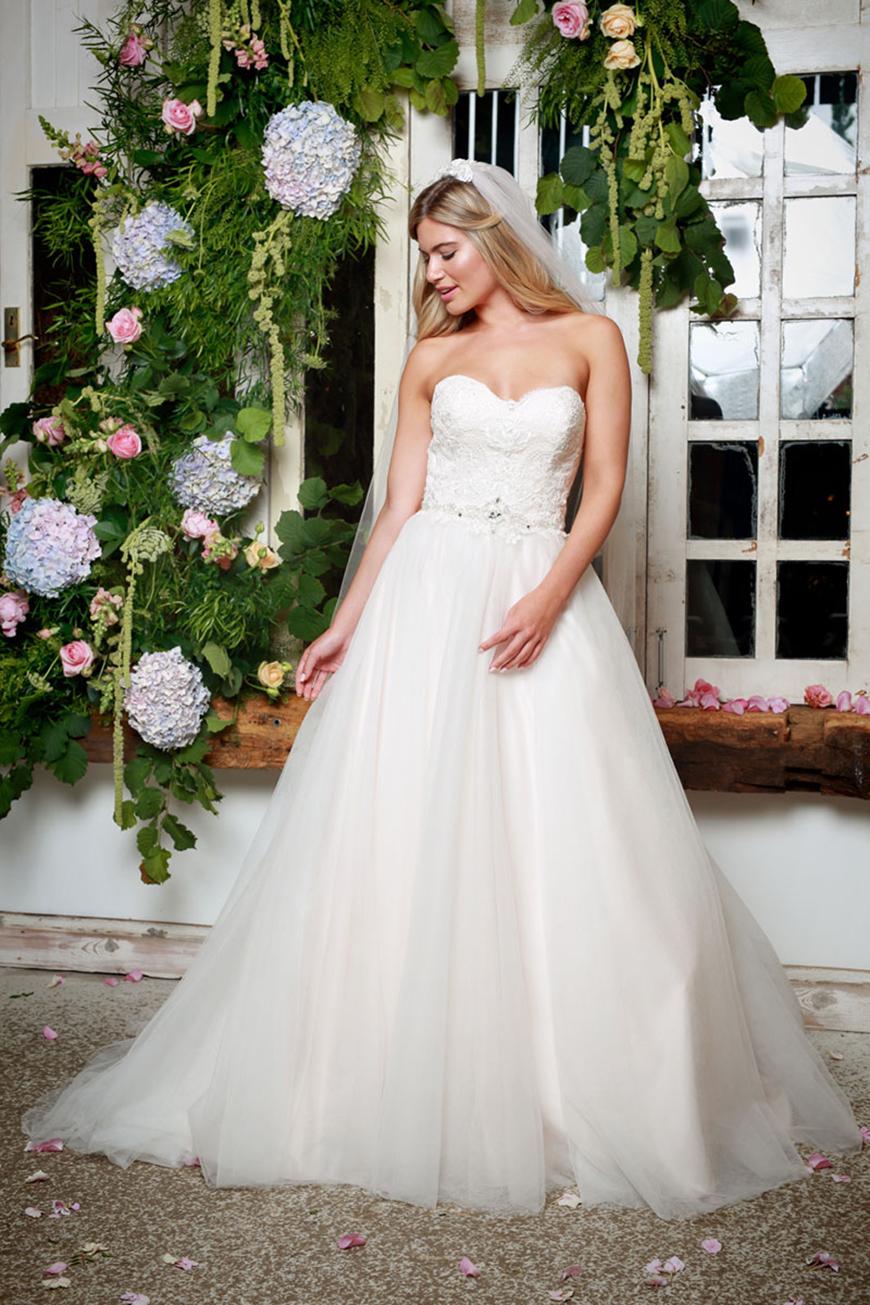 A Closer Look At Amanda Wyatt Wedding Dresses - Cleo | CHWV