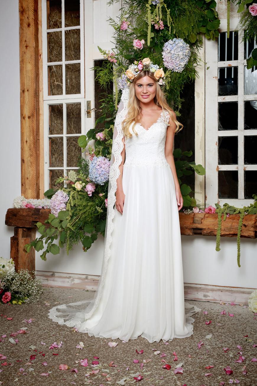 A Closer Look At Amanda Wyatt Wedding Dresses - Lettie | CHWV