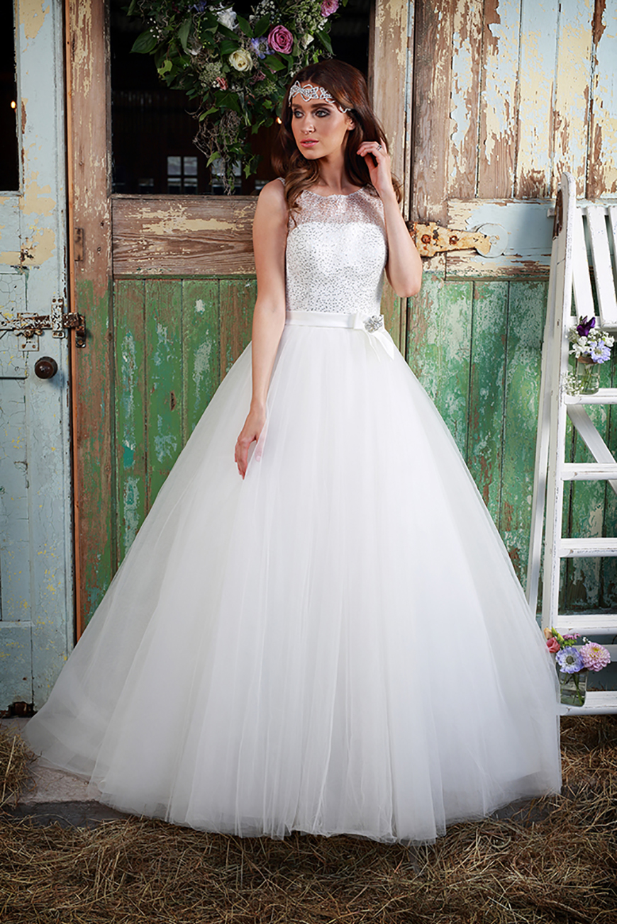 A Closer Look At Amanda Wyatt Wedding Dresses - Luna | CHWV