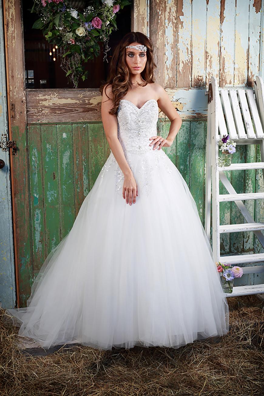 A Closer Look At Amanda Wyatt Wedding Dresses - Madelyn | CHWV