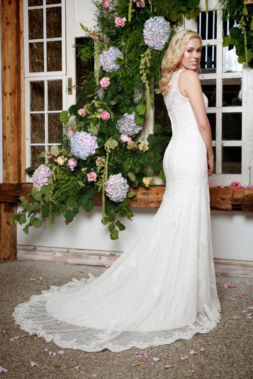 A Closer Look At Amanda Wyatt Wedding Dresses - Sadie | CHWV