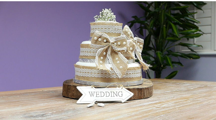 Amazing DIY Wedding Cakes For Under £100 - Kate's rustic country look wedding cake | CHWV