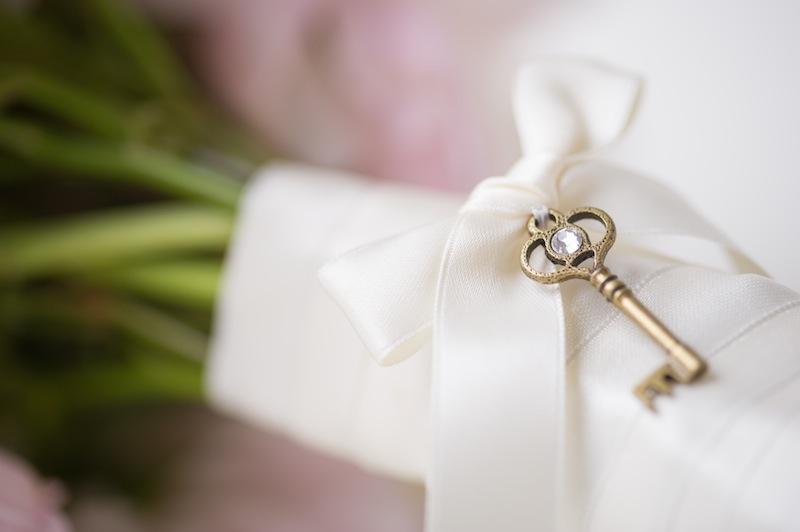 Wedding Traditions: 9 Amazing Ideas for Something New - A key | CHWV