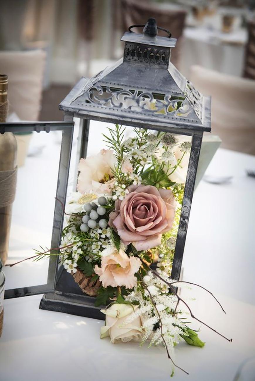 18 Amazing Lantern Centrepiece Ideas - Floral design | CHWV